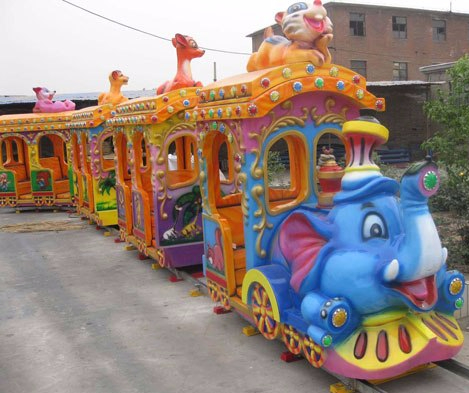 popular-elephant-amusement-park-track-trains-in-the-Backyard